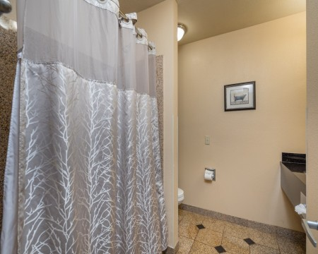 Stage Coach Lodge - Guest Bathroom