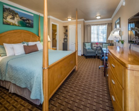 Stage Coach Lodge - Deluxe King Suite
